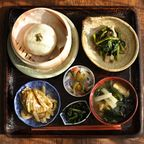 一汁三菜ごはん◆鳴沢菜のおやき、ツルムラサキと豚肉の炒め物、春菊と海苔のナムル、はやとうりの煮物