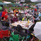 雨と霧の中で長和のアウトドアフェスティバル
