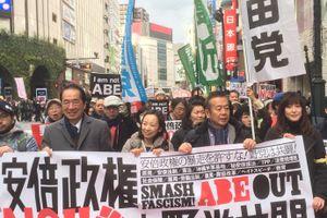 「アベハヤメロ アベハヤメロ」 都心で安倍政権NOデモ開催 参加者は去年の5分の1に激減
