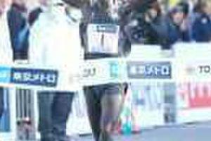 キプサング、国内初の2時間3分台で優勝!井上が日本勢トップ8位