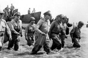 10月20日:ダグラス・マッカーサー率いるアメリカ軍がフィリピン・レイテ島に上陸