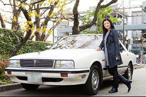 女優・伊藤かずえの初代シーマ 25年間、同じクルマに乗り続けて走行距離25万㎞超!
