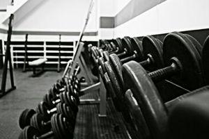 【筋トレメニュー完全版】効果確実な鍛え方と一週間の組み方をトレーナーが解説