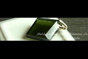 全面研磨☆モルダバイトグリーンが綺麗なチェコ産モルダバイトのアシンメトリーなカットルースペンダントトップ