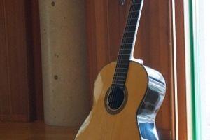 横尾俊祐ギター、入荷しました。ご本人が直接持参されました。