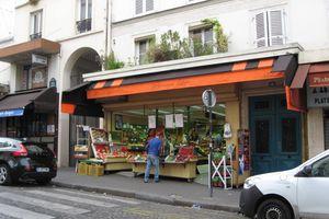 パリの朝はやっぱり、フランスパンだね!