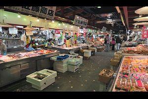 """外国人「青森に行かないければ・・」市場で自分好みの海鮮丼を作る""""のっけ丼""""対する海外の反応"""