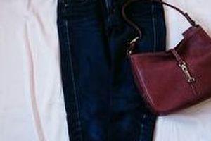 シンプルな無印の畦編みニット+UNIQLOデニムで2コーデ。ストールとバッグを変えて。