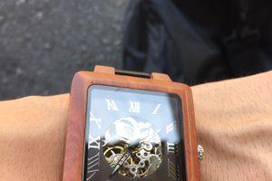 お写真いただきました♪『EINBAND Berg ブラウン&ブラック 自動巻き木製腕時計』