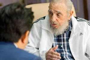 日経新聞がキューバ革命の父 フィデル・カストロ 元議長の写真を掲載