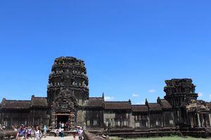 『初めてのデートですか?カンボジアの世界遺産 アンコールワットです』