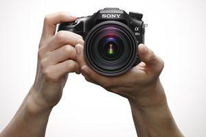 一眼レフに迫るミラーレスカメラ、先進技術で市場活性化 もう全部スマホでいいじゃん