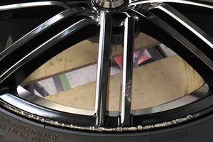 トヨタ・ヴェルファイアに装着のWEDS LEONIS GREILAのブラック塗装ホイール修理