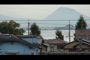 窓から見た琵琶湖(10月28日8時頃)低気圧の接近が早まりそう!!