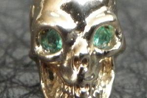 ガボラトリーのピアス,  10キャラット ゴールド 12mmスカル ウイズ エメラルド アイズ ピアス