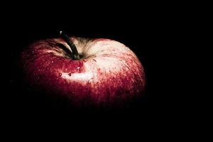 アマゾンの「Apple純正」電源ケーブル類の9割は偽物!アップルが提訴