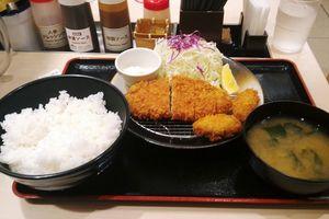 東淀川区『松のや だいどう豊里店』4 ~カキ&ロース定食大盛り~ 人気のロースかつにカキの最強コンビ、サクッと美味いねw