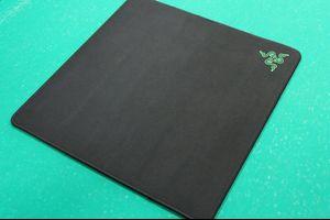 Razer、正方形型の布製ゲーミングマウスパッド『Razer Gigantus』