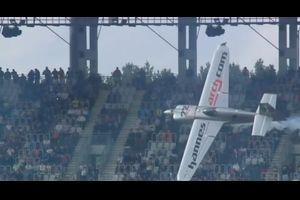 2016 レッドブルエアレース 訃報……ハンネス・アルヒ選手、逝去