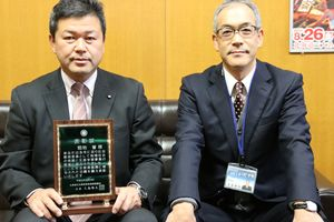 20161027畑地さんが北海道社会教育委員連絡協議会から表彰を受けました