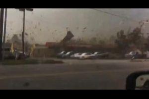 恐怖の嵐の真ん中映像!こんな日はお出掛けを控えましょうね。