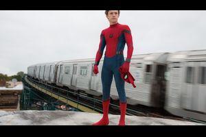 スパイダーマン役トム・ホランド、ネタバレ防止の為「アベンジャーズ/インフィニティ・ウォー」の台本を自ら燃やす映像を公開