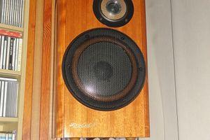 改めて、ヘルムホルツ共鳴による低音の吸音作用 ホームシアターでの害悪