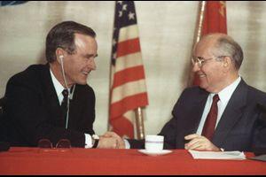 12月3日:44年間続いた東西冷戦終結する(マルタ会談)