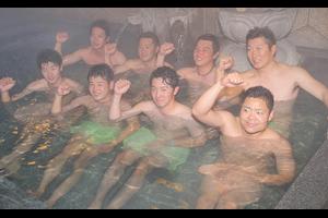 【ヤクルト】山田哲人ら、自主トレ後に松山・権現温泉で疲れ癒やす