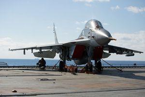 ロシア海軍の航空母艦アドミラル・クズネツォフはシリア軍事作戦で新たな艦載機の試験を行なった