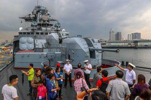 ロシア海軍太平洋艦隊艦船支隊は韓国の釜山を去り、日本の舞鶴へ向かった