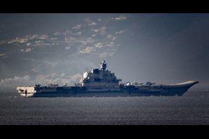 重航空巡洋艦アドミラル・クズネツォフを中核とするロシア海軍航空打撃艦グループはジブラルタル海峡を通過して大西洋へ出た