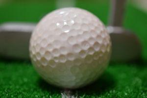 ゴルフボールは、ツルツルだと飛距離が伸びないって本当?