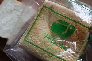 やっとやっとのペリカンのパン。