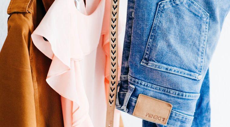 なんで女の服ってかわいくて安いのが多いの?
