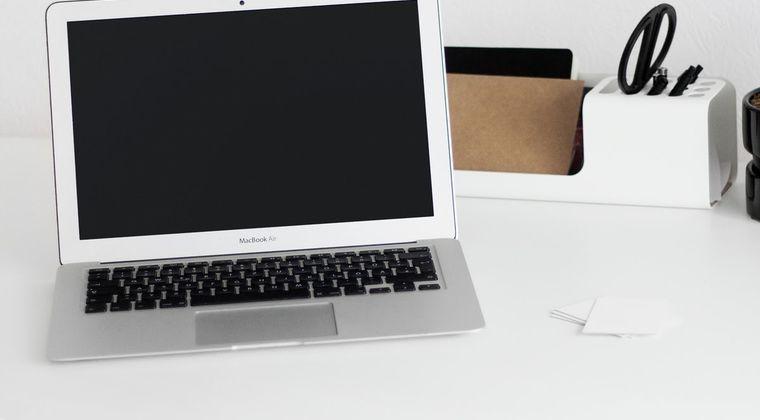 ノートPCのイヤホンジャックにイヤホン装着したまま普通に音声流す方法ないの?