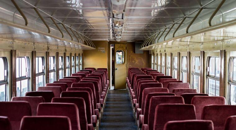 【悲報】電車内で突如アダルトビデオの音声が流れる事件が発生