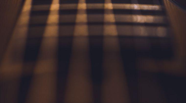 エロゲ作画担当「ギターってやったことないけどどんな感じやったっけ...」 #エロゲ