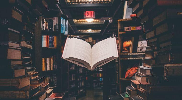 ぶっちゃけさぁ、未だに「紙の本」買ってる奴ってどう考えても「バカ」だよな??? #電子書籍