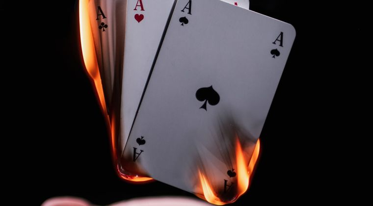 スヌーピー「配られたカードで勝負するしかないのさ」 なんj民「親が悪い、環境が悪い、政治が悪い」