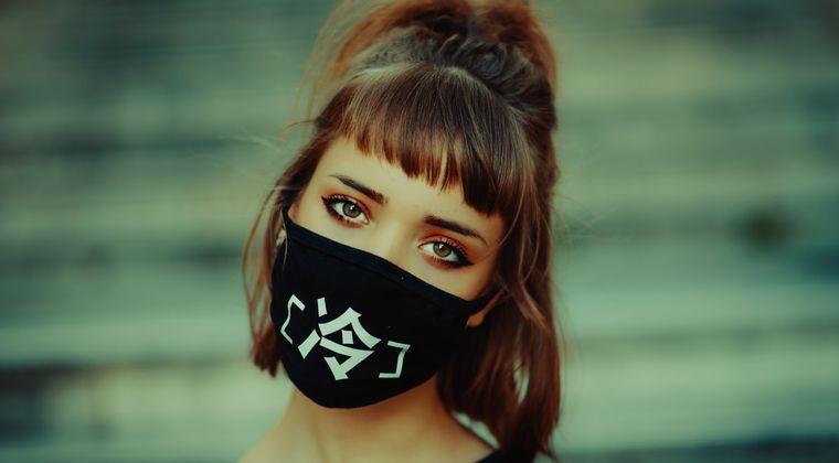 ほぼ全員がマスクつけてる現状を察するに