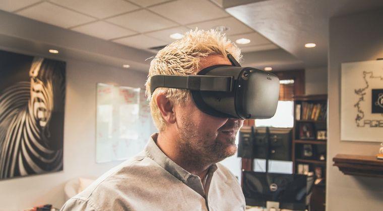 【悲報】VRゴーグルさん、進化してるのにAVを見る以外の使い道がエロゲーしかない #VR
