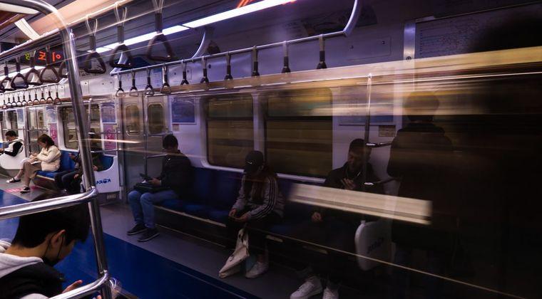 電車内でエロゲをする男が現れるwwwwwwwwwwwwwwwwwwww #エロゲ