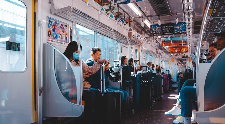 彡(゚)(゚)「電車の中でAV聴くんやけどこのヘッドホン音漏れしないんか?」
