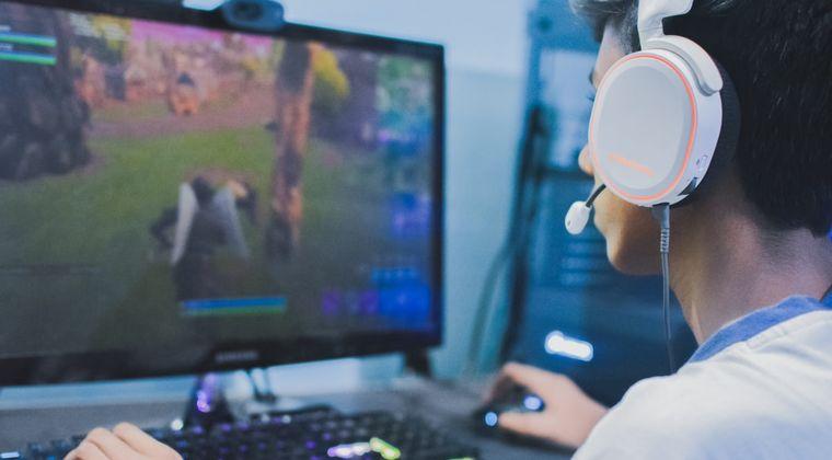 ゲームのオンライン対戦でボイスオンにしてるインキャ、咳払い必ずするのなんでや?