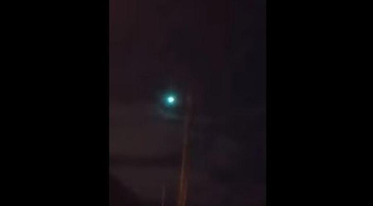 【大晦日】イギリスの夜空に緑色をした大きな「謎の閃光」が現れる!隕石?UFOかもしれないと話題に