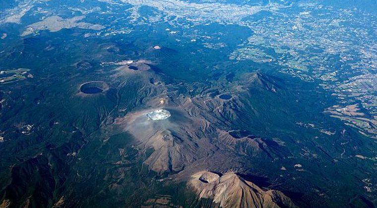 【九州】霧島の地下に15キロに及ぶ「大規模マグマだまり」があることが判明…気象庁など解析「マグマだまりは霧島山全体に広がっている」