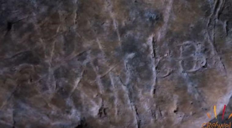 【イギリス】洞窟の壁に数百刻まれている「魔除け」を発見