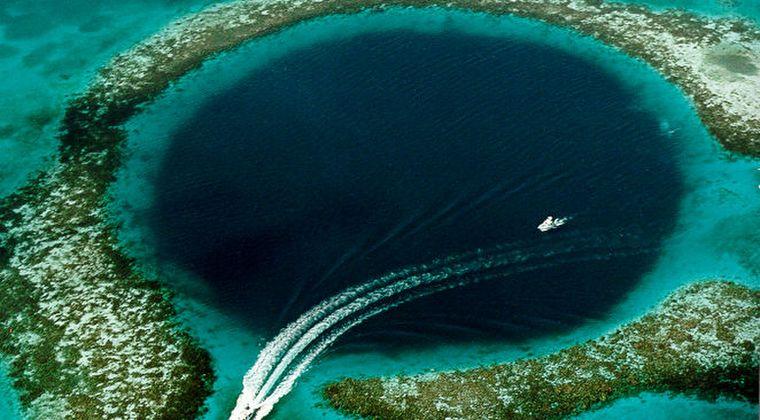【巨大陥没穴】カリブ海にある「グレートブルーホール」の謎解明のため調査へ