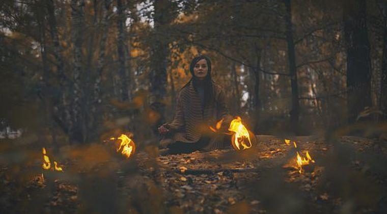 【シャーマン】人類最古の職業は「魔術師や呪術師」…魔術サービスの提供活動